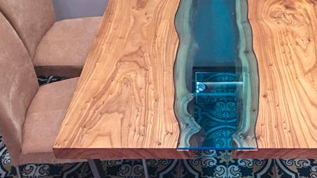 Стол со стеклом из массива